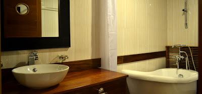 bathroom_pelican