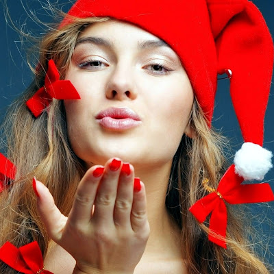 Santa babe gives you a kiss Christmas download free wallpapers for Apple iPad