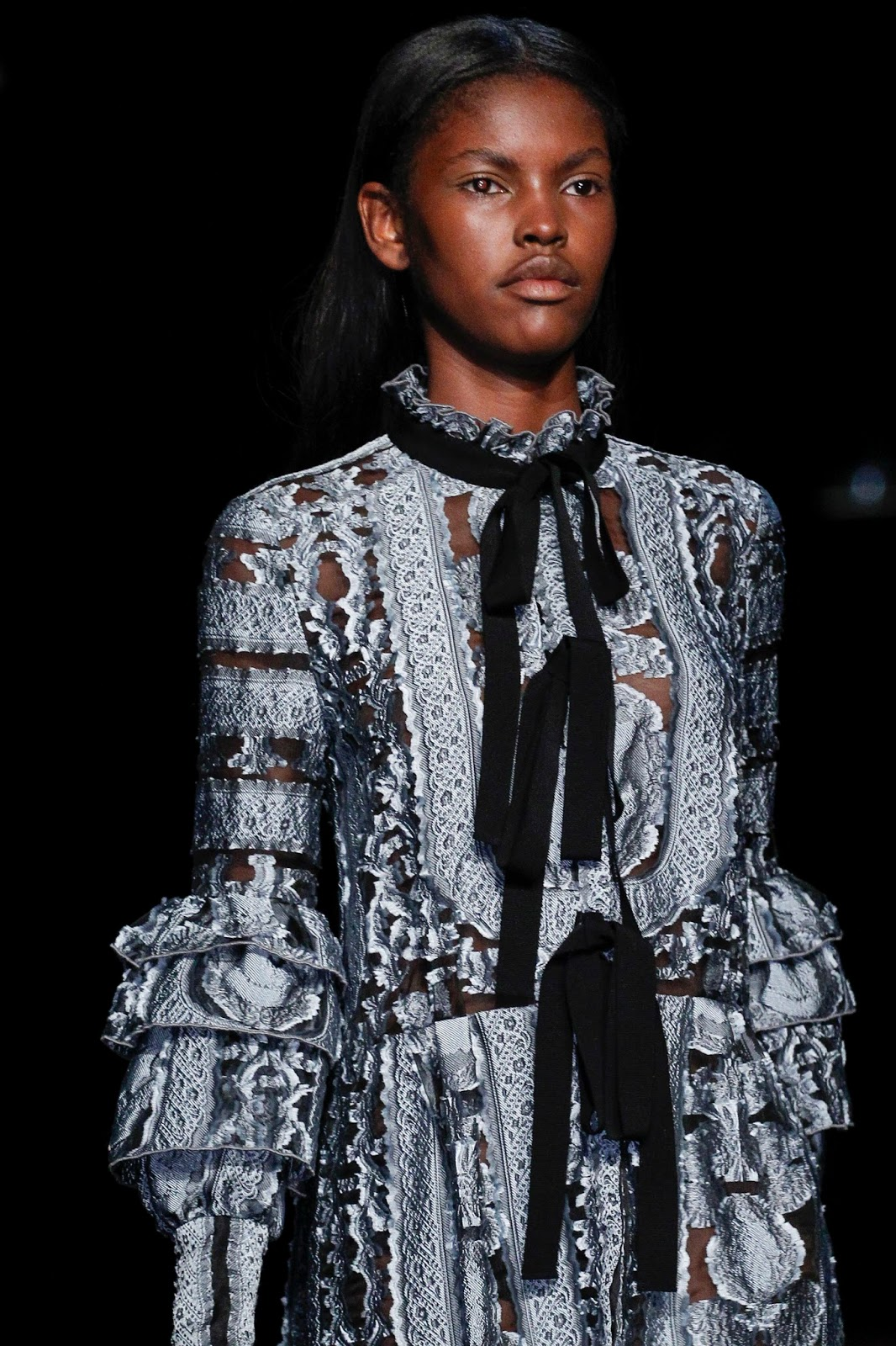 Spring/Summer 2016 trend report / Erdem SS16 / ribbons & bows via www.fashionedbylove.co.uk