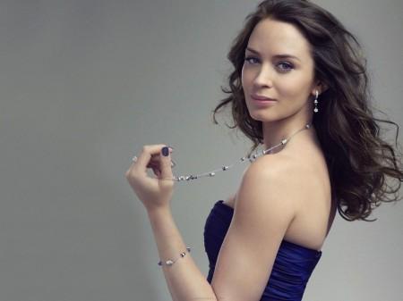 """Cuerpos de Cine: Emily Blunt la sexy protagonista de """"Looper"""""""