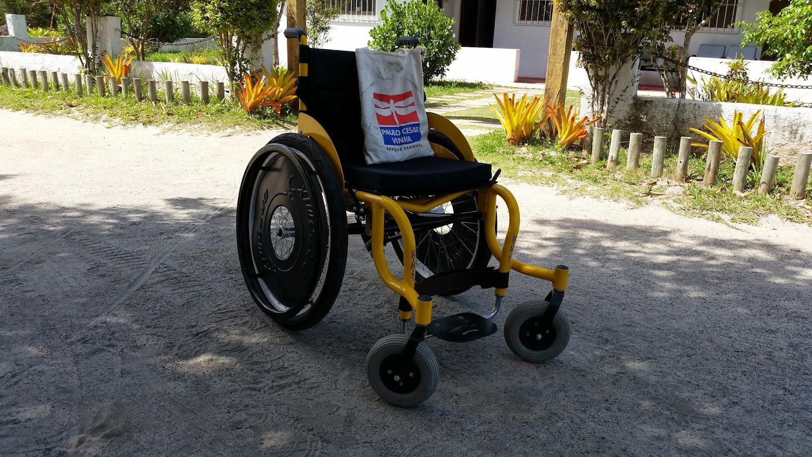 Cadeira de rodas adaptada para terreno acidentado com amortecedor  #AE811D 1600x900 Banheiro Adaptado Deficiente Fisico