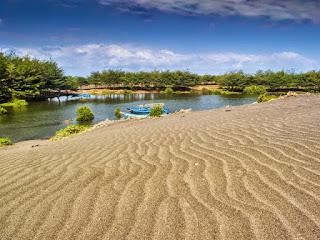 Laguna Alami di Pantai Lembu Purwo
