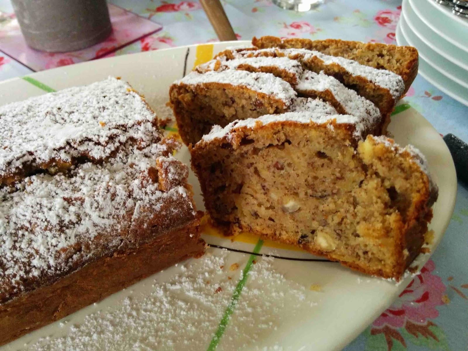 Cake aux pommes, sirop d'érable et noisettes