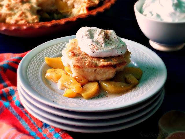 Easy Peach Cobbler - lacocinadeleslie.com