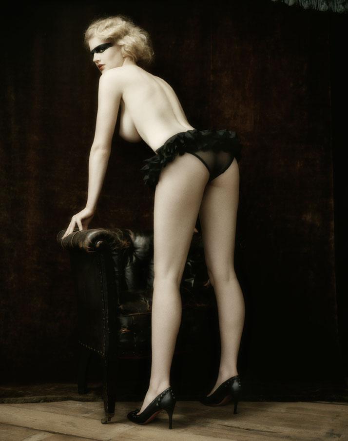 http://2.bp.blogspot.com/-g5o0cghFAHU/Tvc1YaDoIlI/AAAAAAAAFxM/OTeK7IfO1os/s1600/Signe+Vilstrup+-+S+Magazine+-+Femme+Nude+-+009.jpg