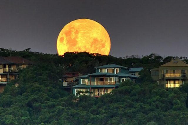 القمر ... كما لم ترآه من قبل .. رااائع  Stunning-photos-of-moon-04