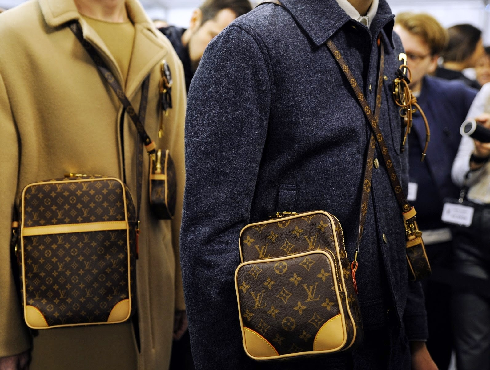 Louis Vuitton Men AW15, Louis Vuitton Men FW15, Louis Vuitton Men Fall Winter 2015, Louis Vuitton Men Autumn Winter 2015, Louis Vuitton Men, du dessin aux podiums, dudessinauxpodiums, LVLive, PFW, mode homme, menswear, habits, prêt-à-porter, tendance fashion, blog mode homme, magazine mode homme, site mode homme, conseil mode homme, doudoune homme, veste homme, chemise homme, louis vuitton sac, louis vuitton sac homme, louis vuitton chaussures, montre louis vuitton