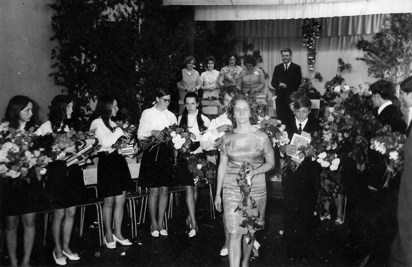 Skolotājas Arvīdas Miškas klases izlaidums 1970-tie gadi - 3