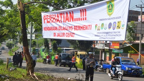 DLLAJ Gemboskan Ban Bus Dan Angkot Nakal 233