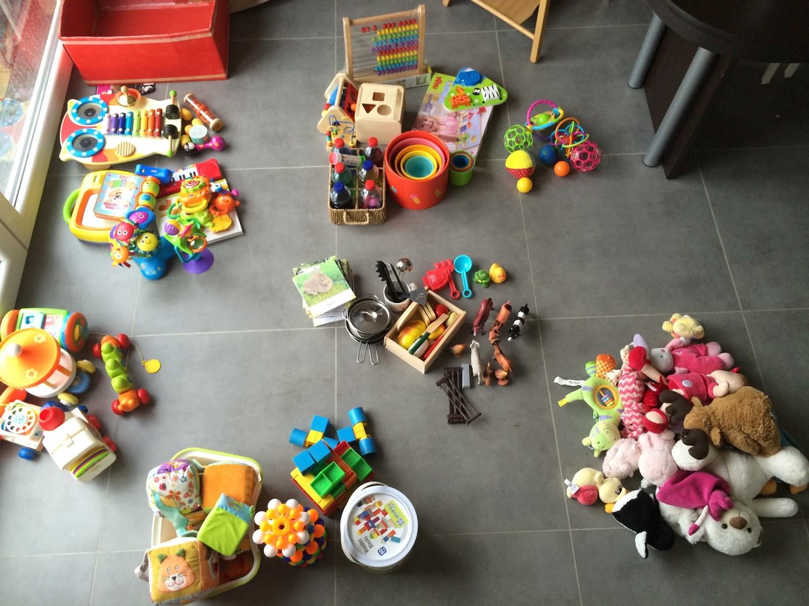 organiser la rotation des jouets de b b montessori ma sauce. Black Bedroom Furniture Sets. Home Design Ideas