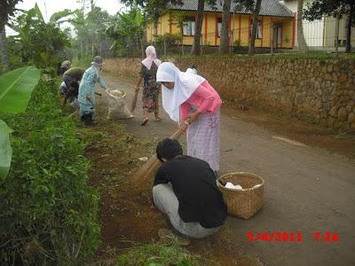 Menjaga Kebersihan Lingkungan