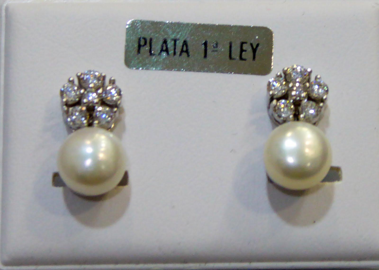 Pendientes de perla con cierre Omega