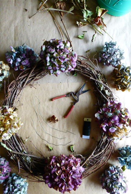 hydrangea wreath, Hydrangea wreath, placement of flowers for hydrangea wreath, do it yourself hydrangea wreath