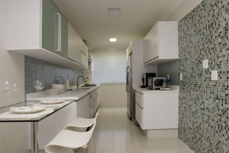 Cozinhas com bancadas de refei es r pidas veja modelos - Banquetas para isla ...