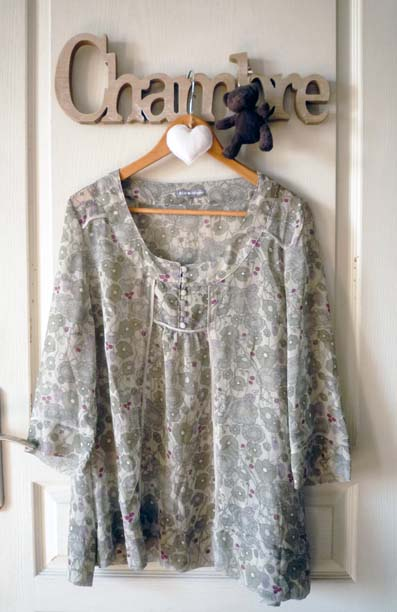 c t vintage blouse printani re vendue. Black Bedroom Furniture Sets. Home Design Ideas
