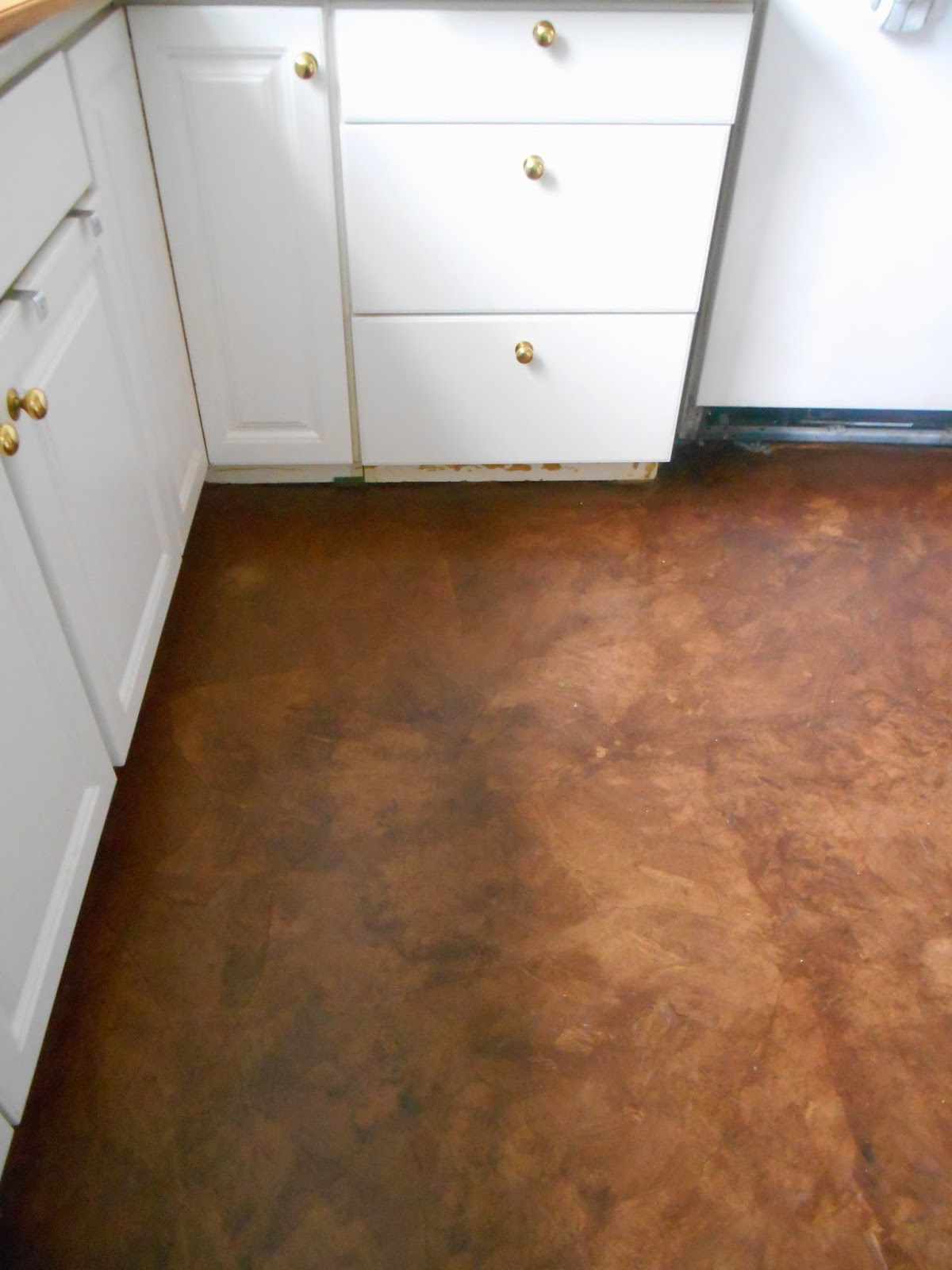 Living designs a paper bag floor over asbestos linoleum for Paint over vinyl floors