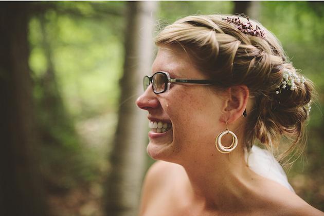 15 novias usando lentes