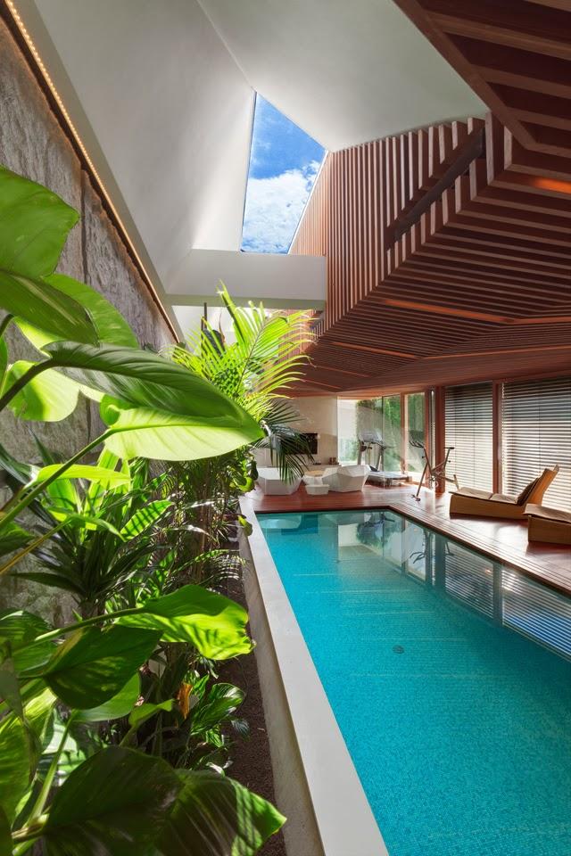Casa spa con piscina jacuzzi y sauna arquitectos for Casa moderna con jacuzzi