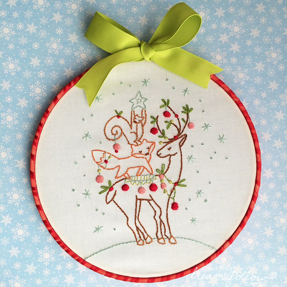 Little dear tracks free christmas pattern