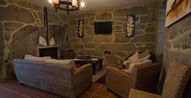 Autocostruzione le case dei flintstones esistono in - Archi in pietra interno casa ...