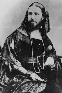 Josephine Boisdechene, Wanita Berjenggot