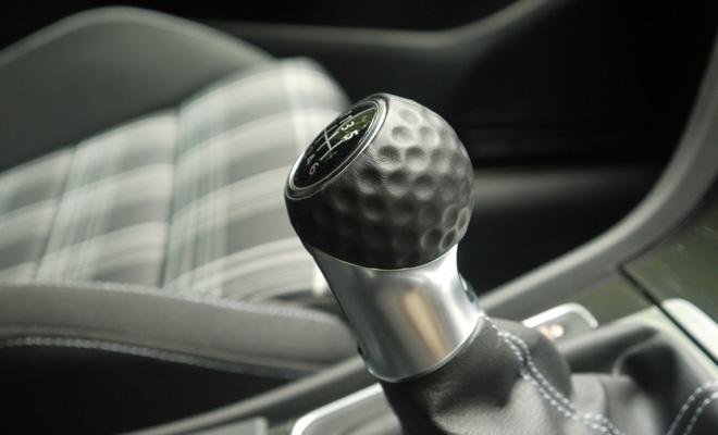 Volkswagen Golf 7 GTD golfball gearstick