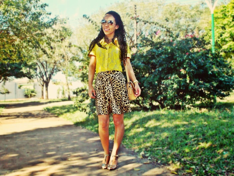 look verão, saia de oncinha, saia rodada, camisa de renda, camisa amarela, gleikka, sandália dourada, sandália com spikes