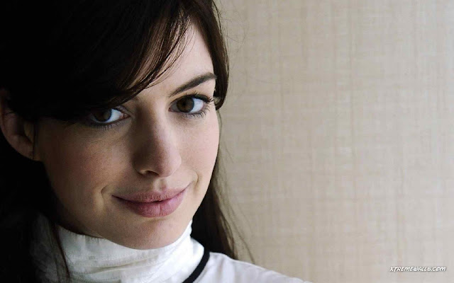 Anne Hathaway have a beautiful face