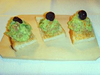 Pasta de avocado cu somon afumat