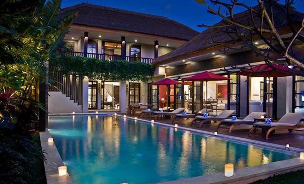 design kolam renang di halaman belakang luas design rumah