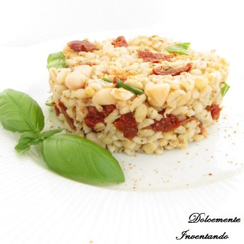 insalata di orzo perlato con pomodori secchi, fagioli cannellini, basilico fresco e bottarga di tonno