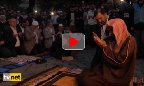 Video doa di depan masjid Aya Sophia