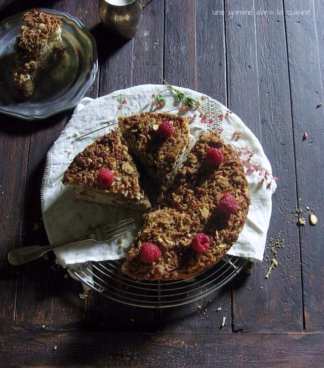 Raspberry & Almond Coconut Crumble Cake | une gamine dans la cuisine