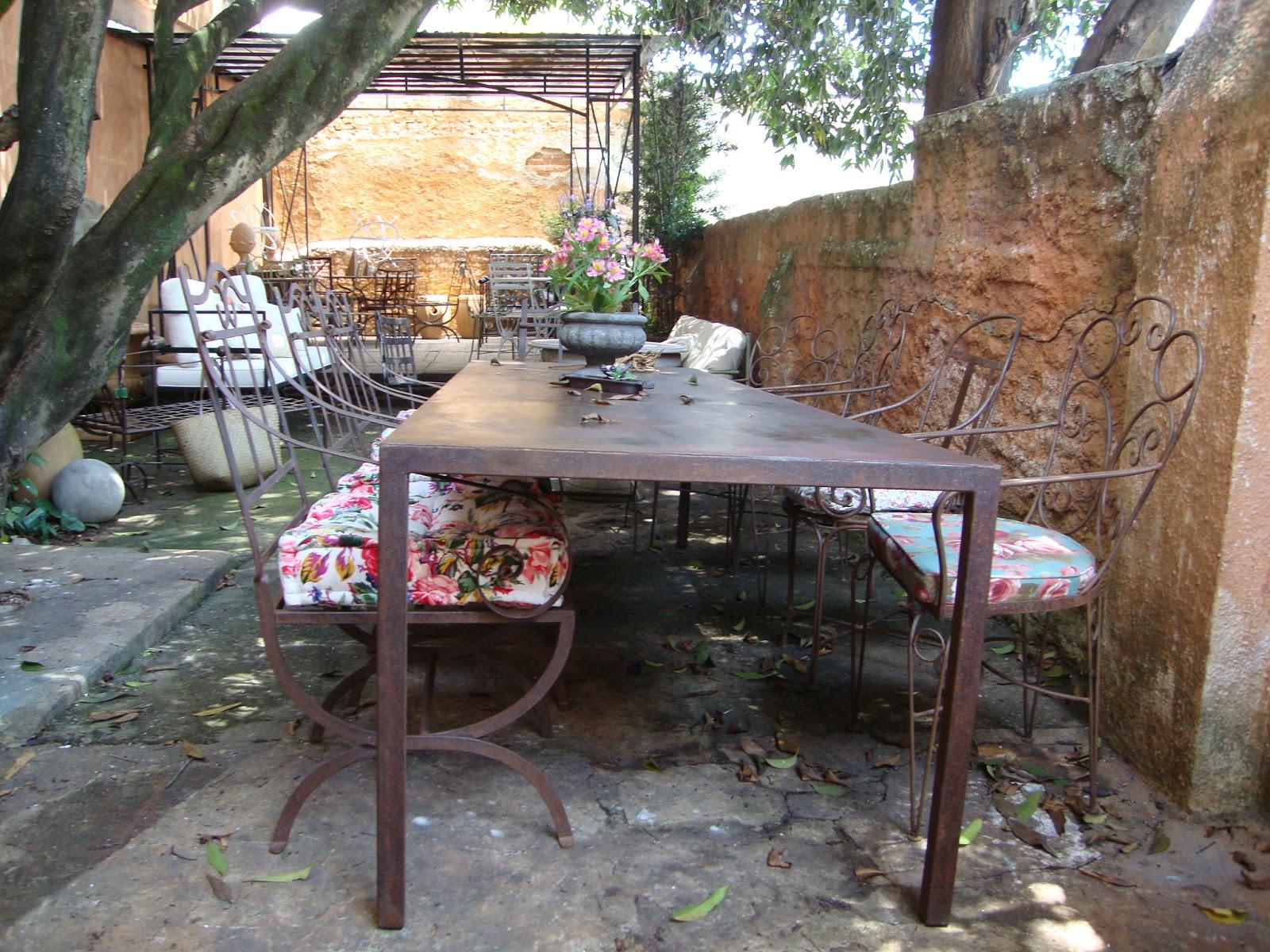Serralheria de Charme: Móveis de Ferro para almoçar no seu jardim #996C32 1600x1200