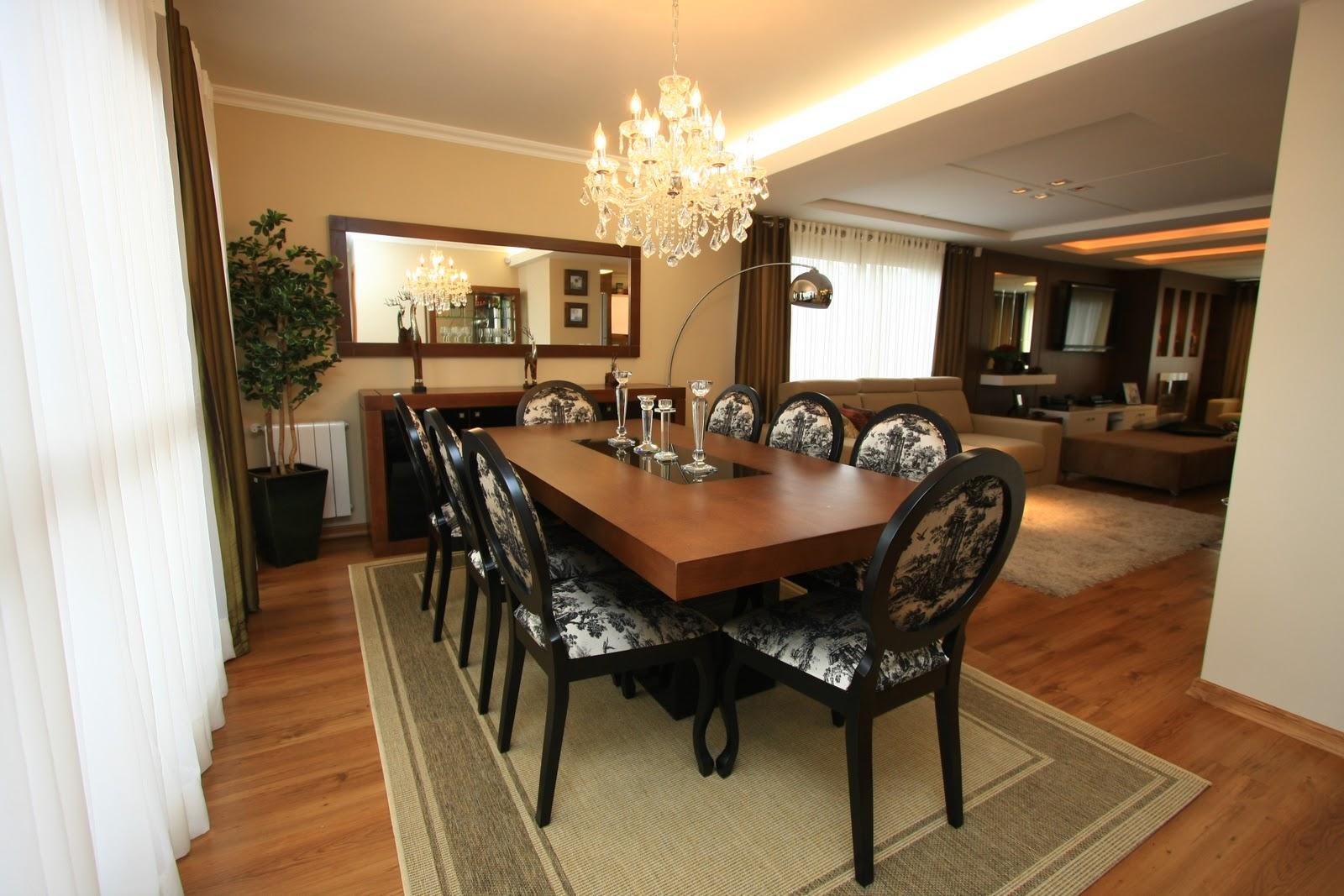 retas para mesa e buffet deixando o maior destaque para as cadeiras  #996F32 1600x1067