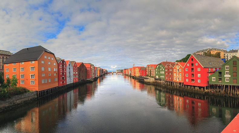 Los coloridos edificios de madera del Río Nidelva