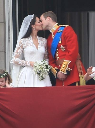 Celebrities Wallpapers And News: Prince William and kate Kiss