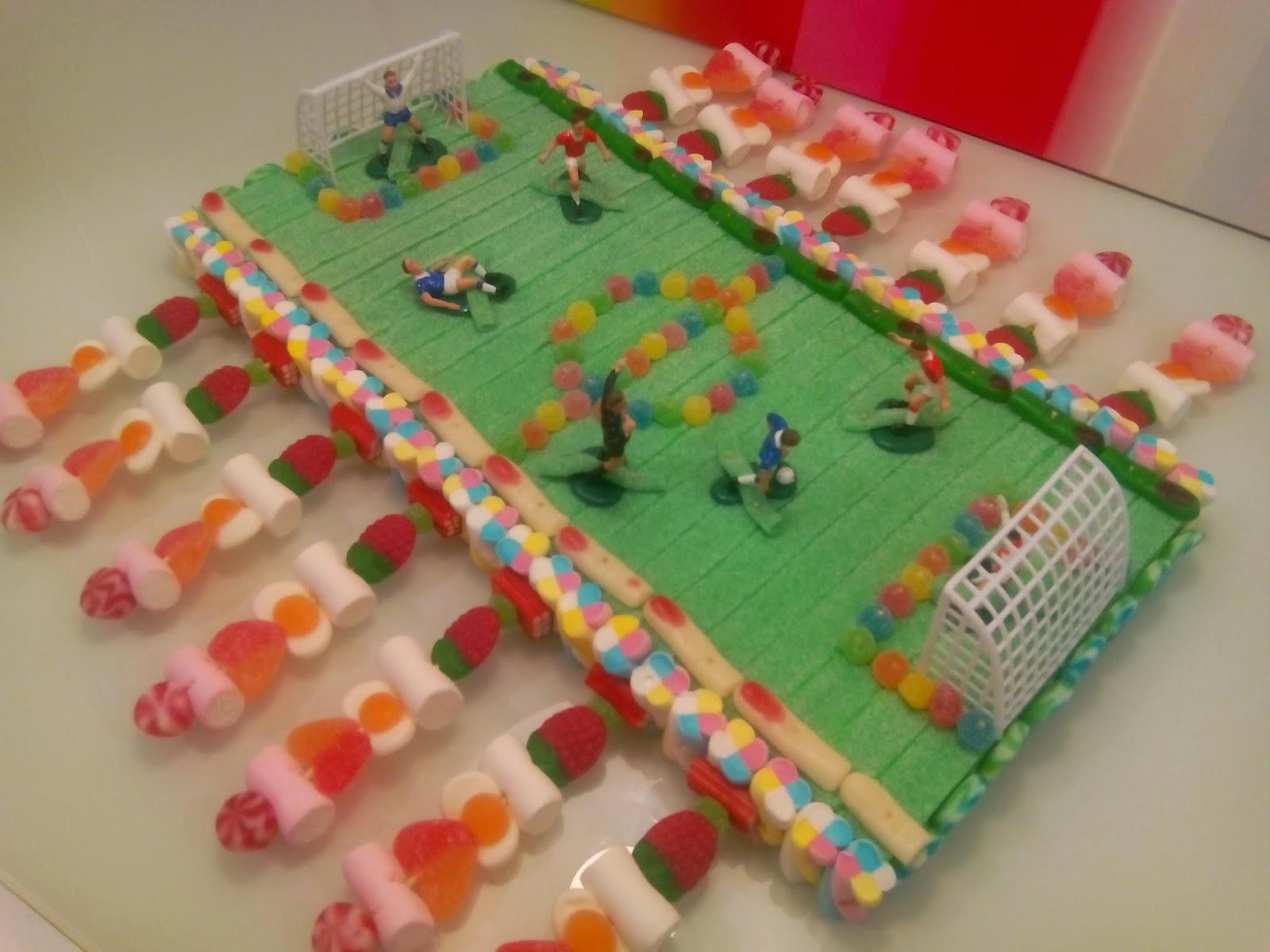Chuchedetalles Pamplona: Tarta futbolín de chuches para comuniones