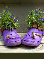 Саксии с лобелия от плажни обувки