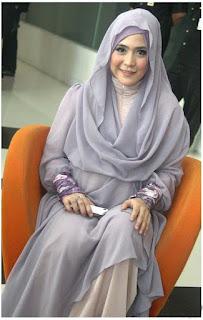 Foto Hijab Modern ala April Jasmine
