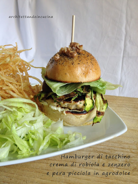 hamburger di tacchino con crema di robiola e zenzero e pere picciole in agrodolce