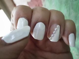 manicura blanca de novia