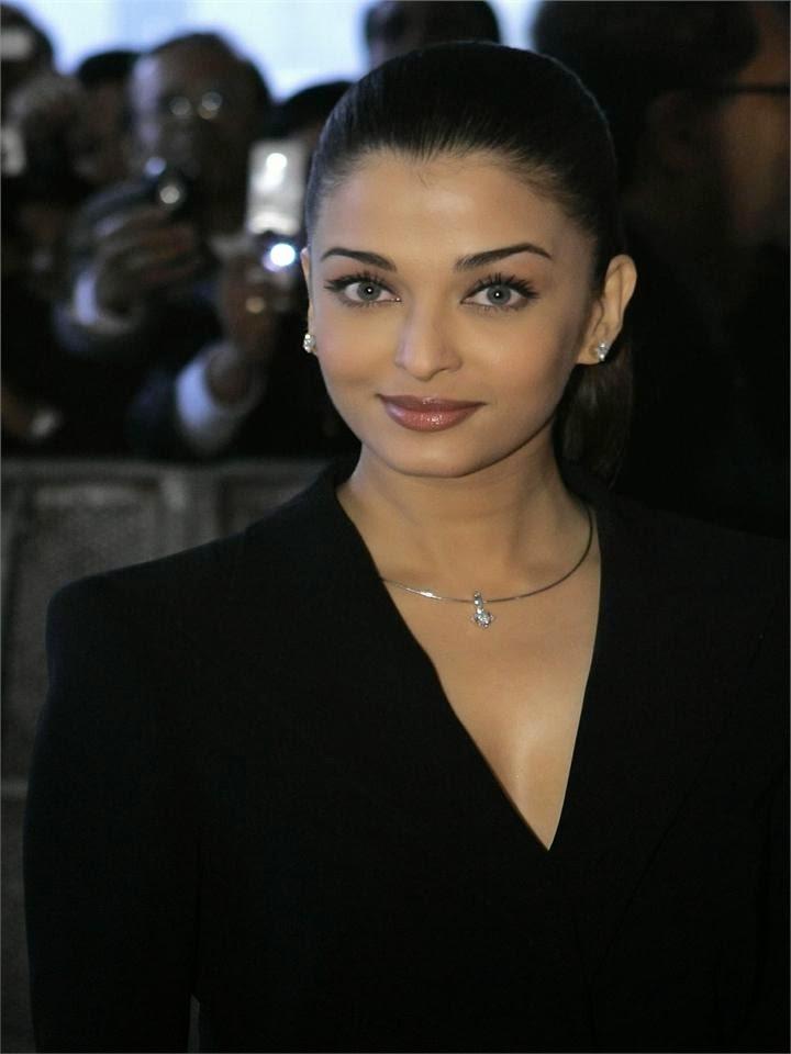 Aishwarya Rai in black tight shirt buttonless shirt hot pics of hot bikini bollywood actresses