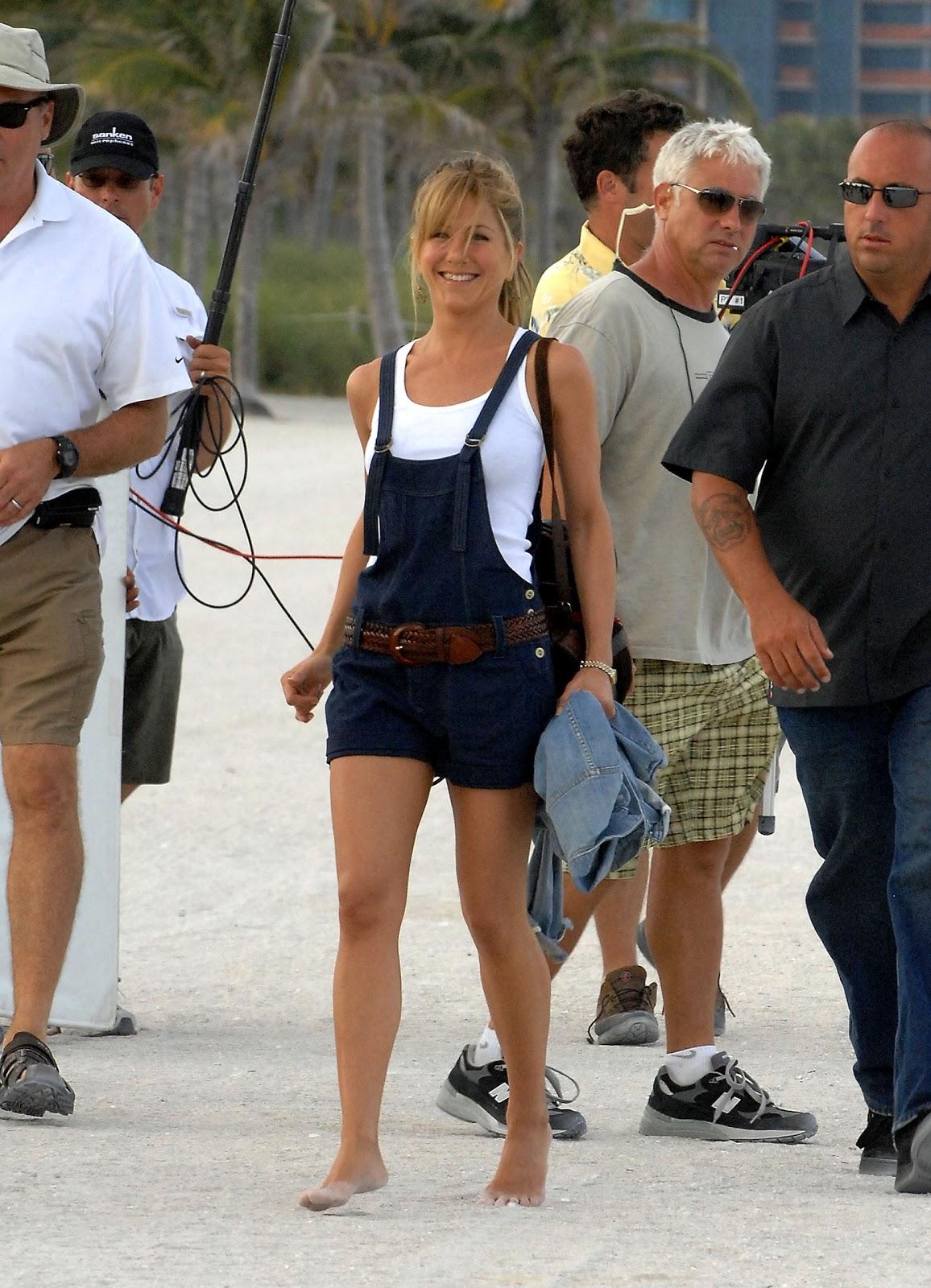 http://2.bp.blogspot.com/-gAcv67HVpxg/Txcn9l6KrVI/AAAAAAAAAiE/dF12oCi8uvs/s1600/Jennifer-Aniston-Feet-306410.jpg