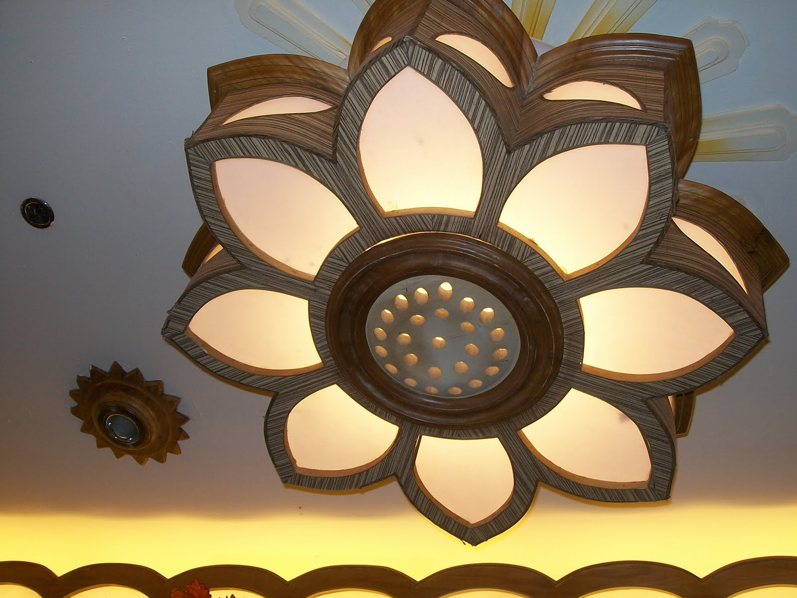 Shaped Eclectic Sunflower Ceiling Fixtures From Lamps To Pin Lights