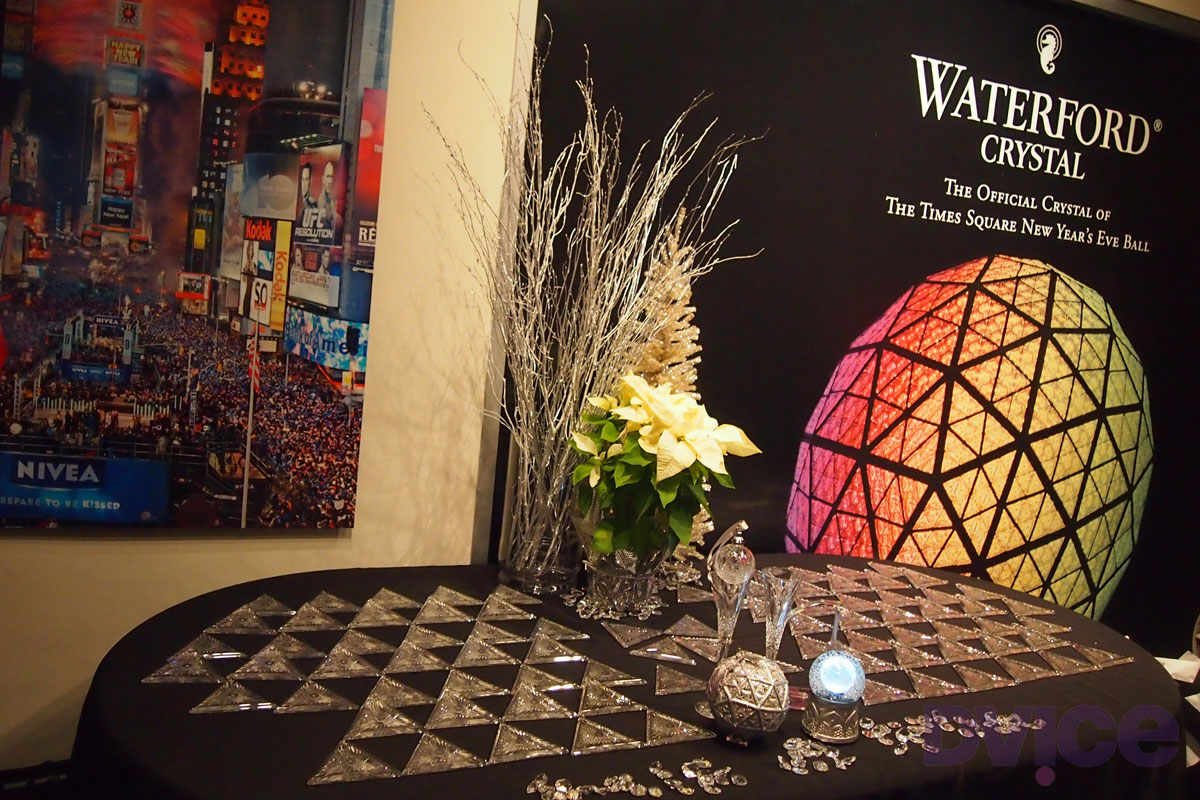 noicon101 lady gaga er ffnete 2012 in new york. Black Bedroom Furniture Sets. Home Design Ideas