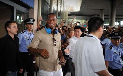 Locura en China tras la llegada de Drogba