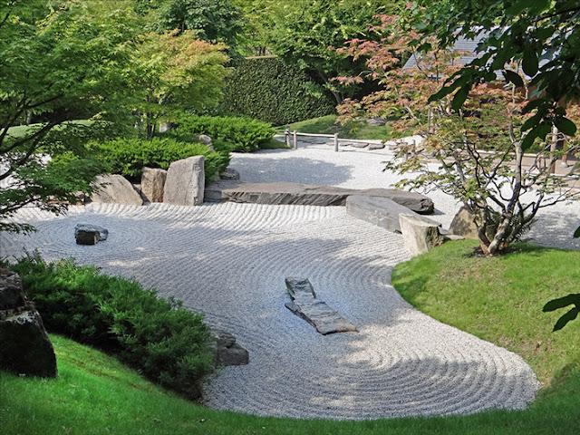 jardin zen japonais avec graviers