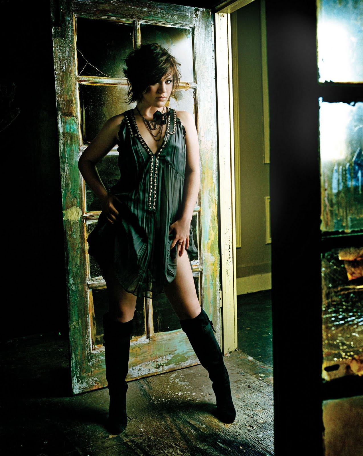 http://2.bp.blogspot.com/-gAsUw2Lf7vI/TlDgfCXkZoI/AAAAAAAAABA/qNyucq7AW38/s1600/Kelly-Clarkson-life-style-2011-american-singer-and-actress-11.jpg