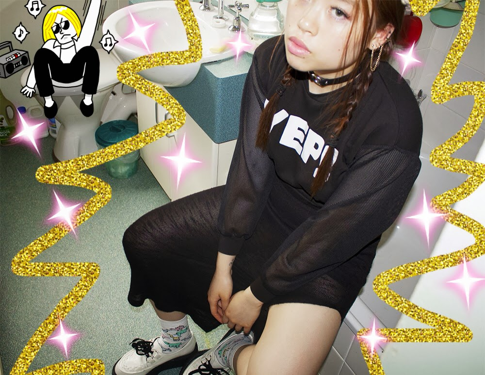 Girl posing in bathroom wearing a choker, creepers and clothes from H&M